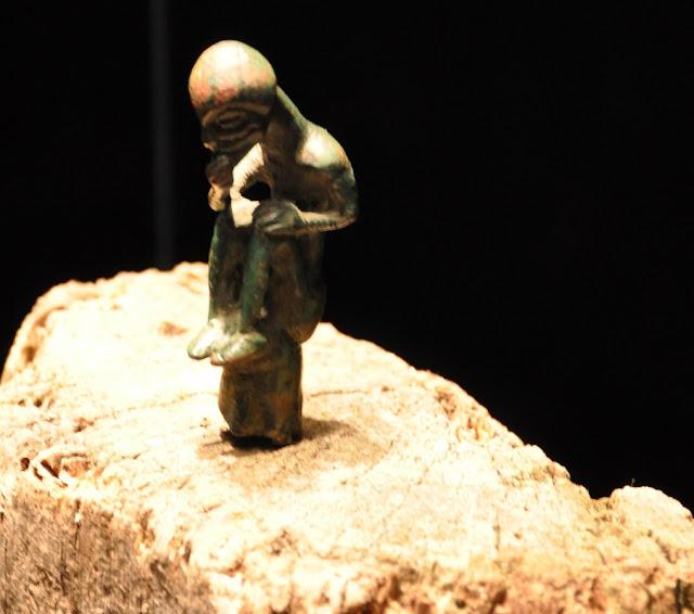 słowiański idol z Gatschow eksponowany w muzeum w Gross Raden
