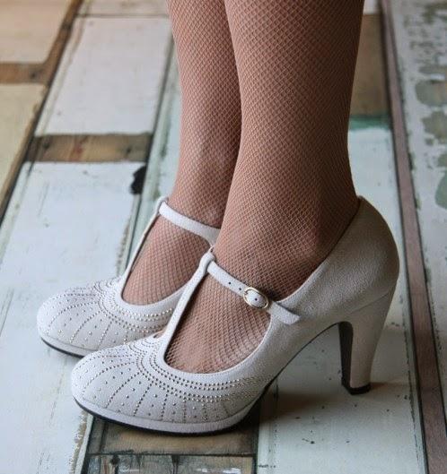 Scarpe da sposa romantiche e chic! Romantic and chic bridal shoes ... e60cf8f2d59