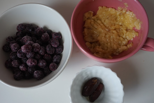 purees_fruits_fait_maison_homemade_recette_healthy_vegan_cooking_foodblogger_reequilibrage_alimentaire_pomme_cannelle_apple_cinnamon_myrtilles_banane_blueberry_banana_framboises_amandes_raspberry_almond_01.jpg