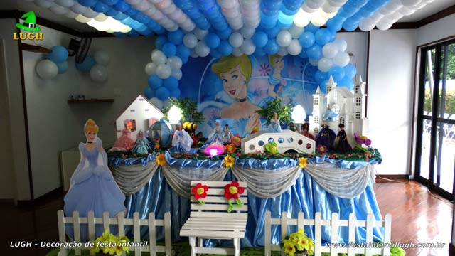 Decoração luxo para festa de aniversário tema Cinderela