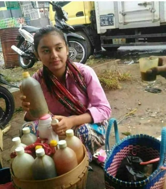 Pratiwi Safarina, Penjual Jamu Gendong Cantik Asal Wonogiri Yang Viral