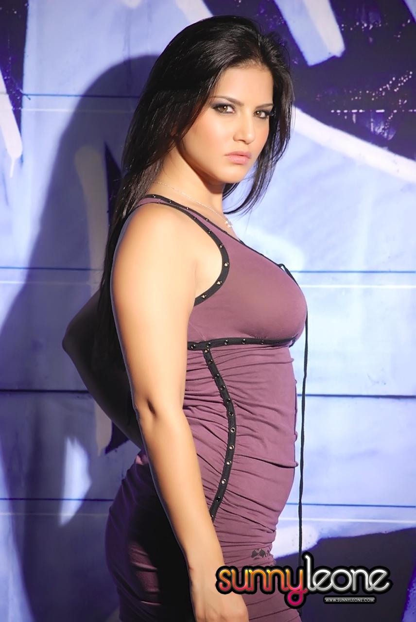 Sunny Leone Tight Body Impression in Brown Skirt - Sunny ...