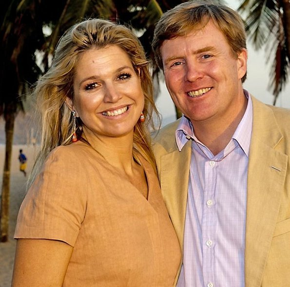 Princess Maxima and Prince Willem-Alexander on the beach of Rio de Janeiro on the last day in Brazil