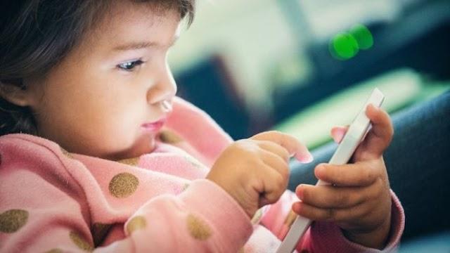 Recomendações medicas: crianças devem ficar apenas 1 hora em frente a telas
