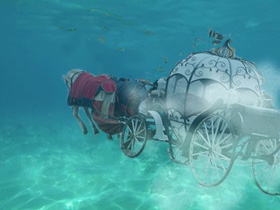 カボチャの馬車水中を