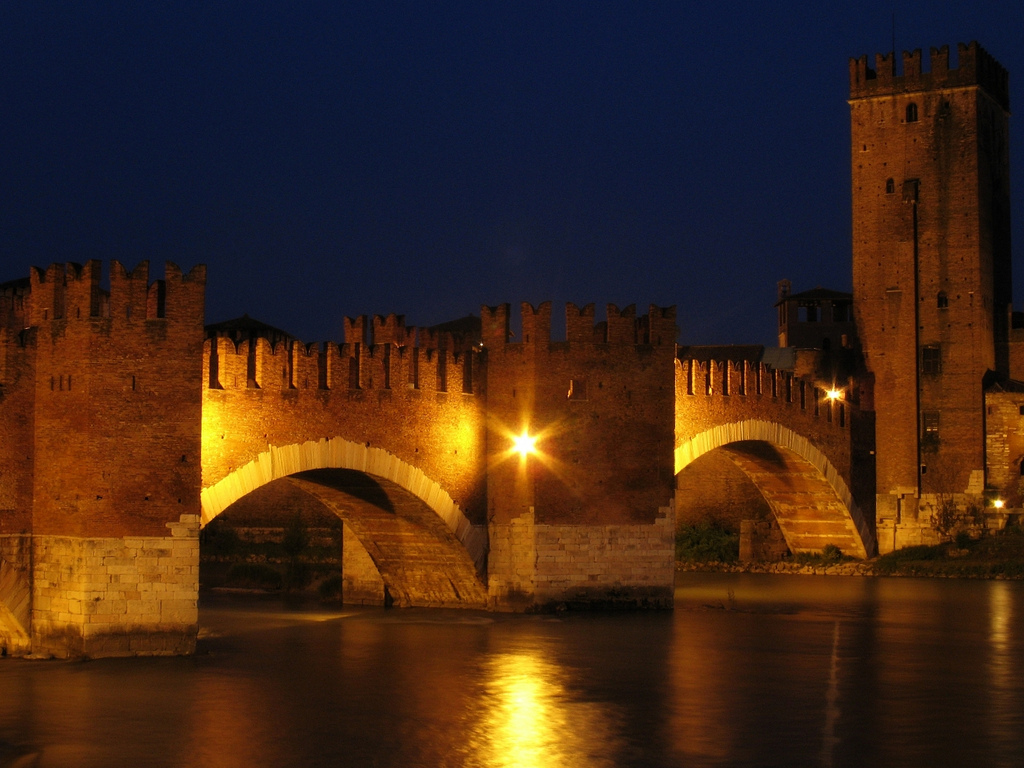 Ponte Scaligero and the Castelvecchio, Verona, Italy. Photo: Gengish Skan.