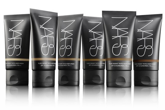 base de maquillaje  NARS : PURE RADIANT TINTED MOISTURIZER SPF30/PA