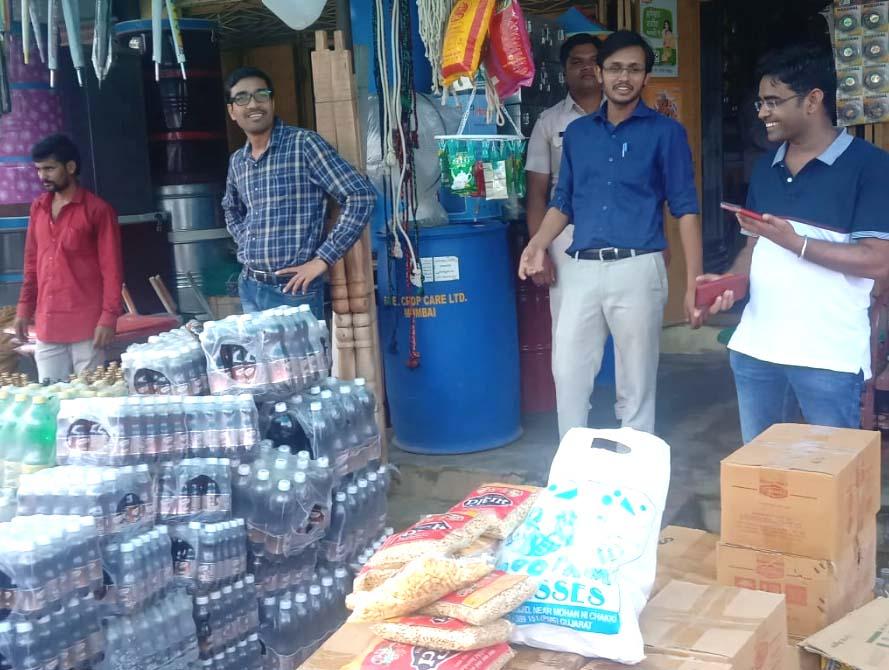 Alirajpur News-एक लाख से ज्यादा की एक्सपायरी डेट कोल्ड्रिंग्स नष्ट कराई
