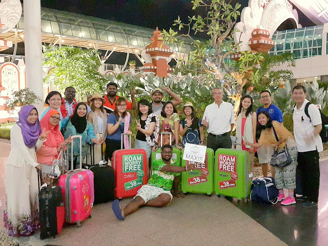 Maxis staff who won the surprise 3 days / 2 nights trip to Bali.