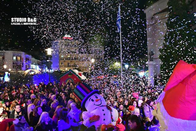 Μαγική ατμοσφαιρα στο Άργος για το άναμμα του Χριστουγεννιάτικου δέντρου (βίντεο)