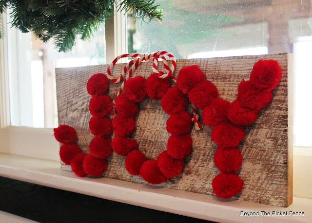 Christmas sign, pompoms, Christmas craft, Joy, https://goo.gl/OTFQA6