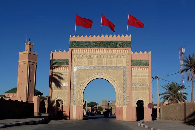 Puerta de una localidad del sur de Marruecos
