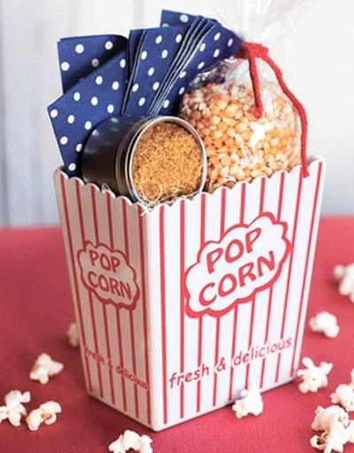 Kado dalam kemasan popcorn untuk penyuka film.