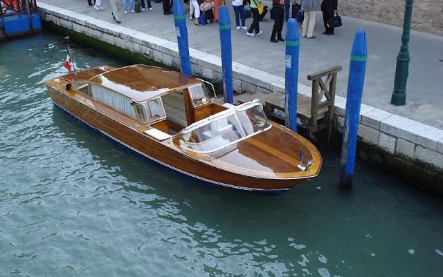 Táxi aquático do aeroporto de Veneza até o centro turístico