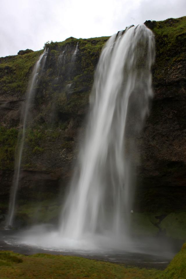 Seljalandsfoss, la cascada que puedes rodear