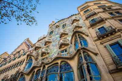 Casa Batll%25C3%25B3 Front Barcelona by Laurence Norah