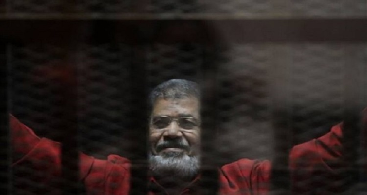 محامي الإخوان يفجر مفاجأة و يكشف السبب الحقيقي للإفراج عن محمد مرسي