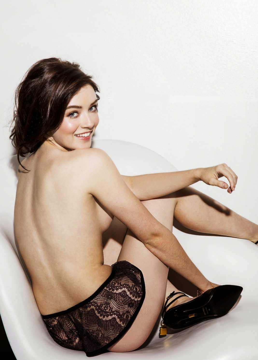 sarah-bolger-in-esquire-magazine-march-2015