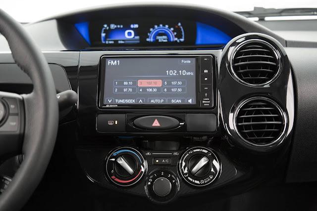 Novo Toyota Etios Hatch 2017 - painel digital