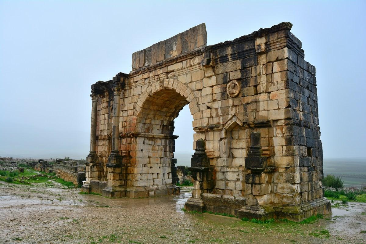 L'arc de Caracalla est l'emblème de la ville, et son monument le mieux conservé.