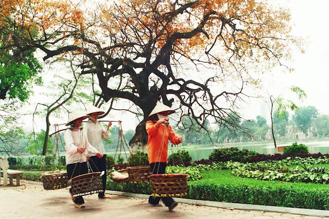 Gánh hàng rong tại Hà Nội