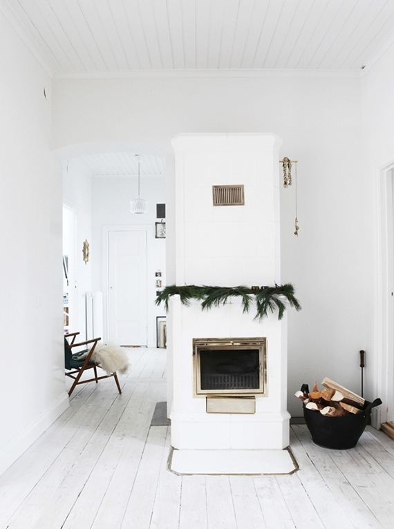 Simple mantel decor via Mokkasin