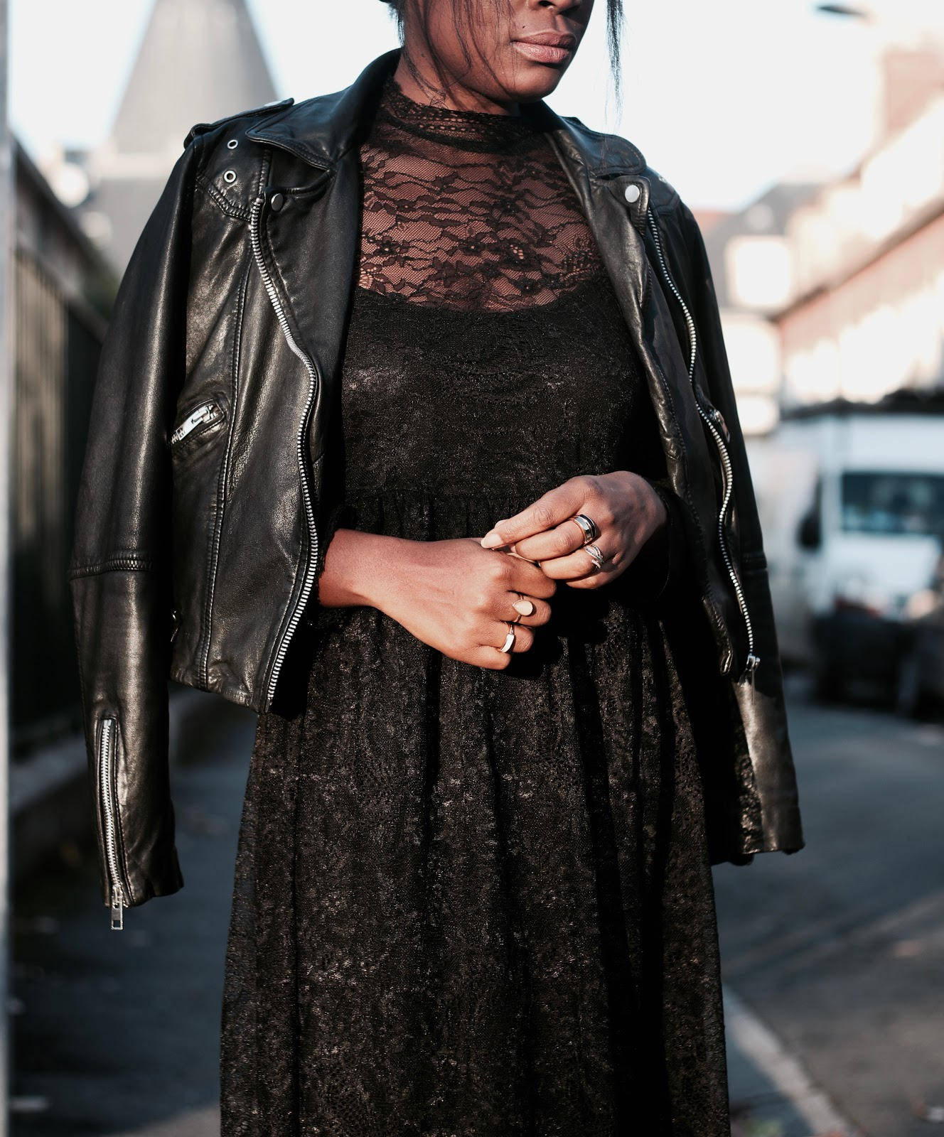 la-petite-robe-noire-bottines-veste-en-cuir