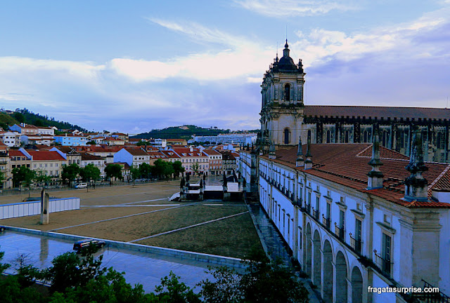 Praça principal de Alcobaça, Portugal