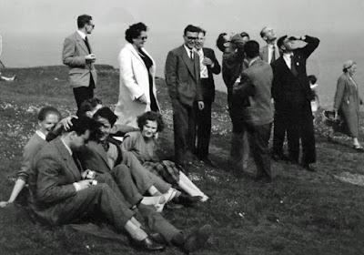 Ajedrecistas del Zonal de Dublín 1957 en una excursión