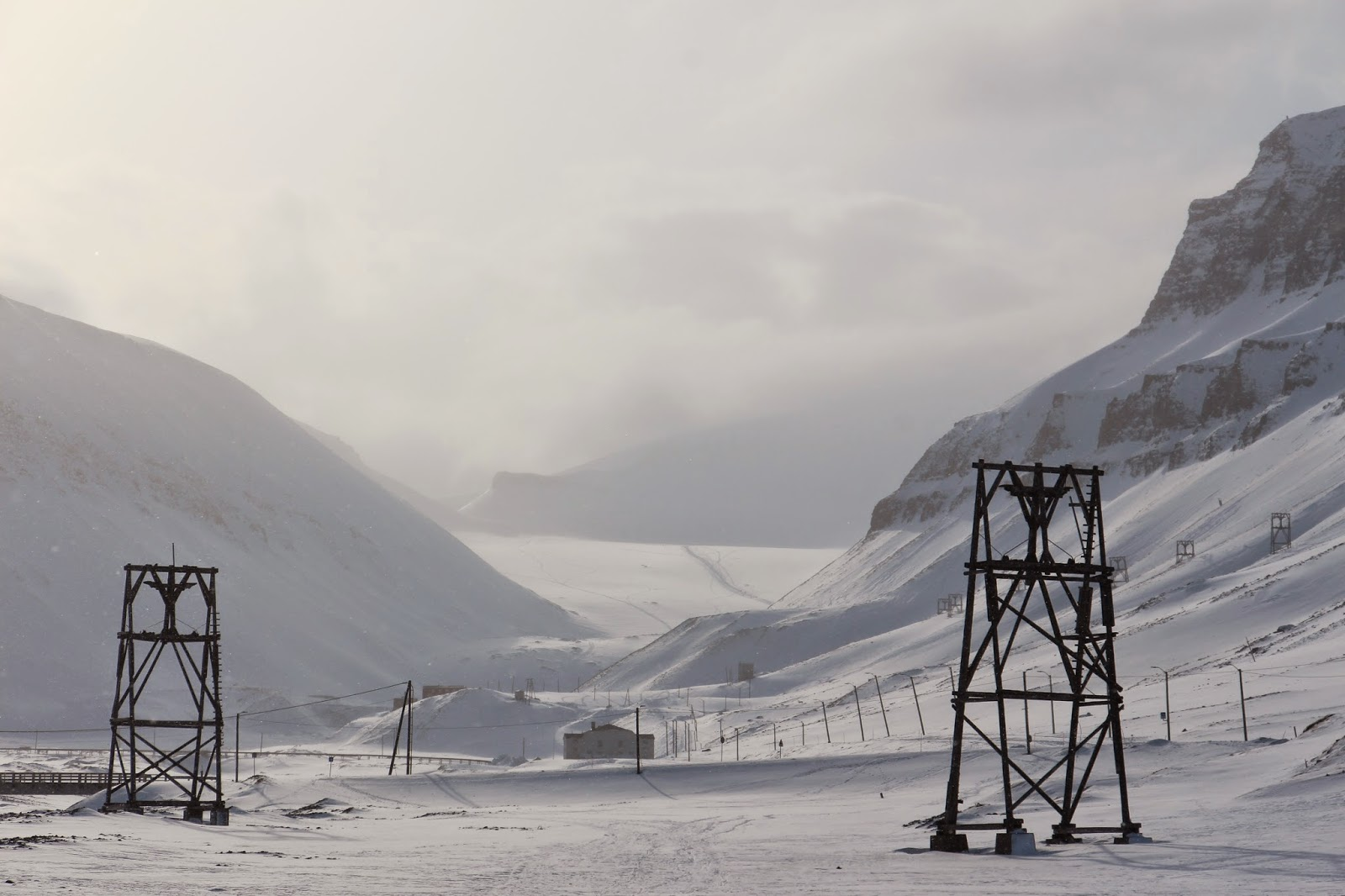 Visitar LONGYEARBYEN, nada mais a norte - A capital das ilhas Svalbard | Noruega
