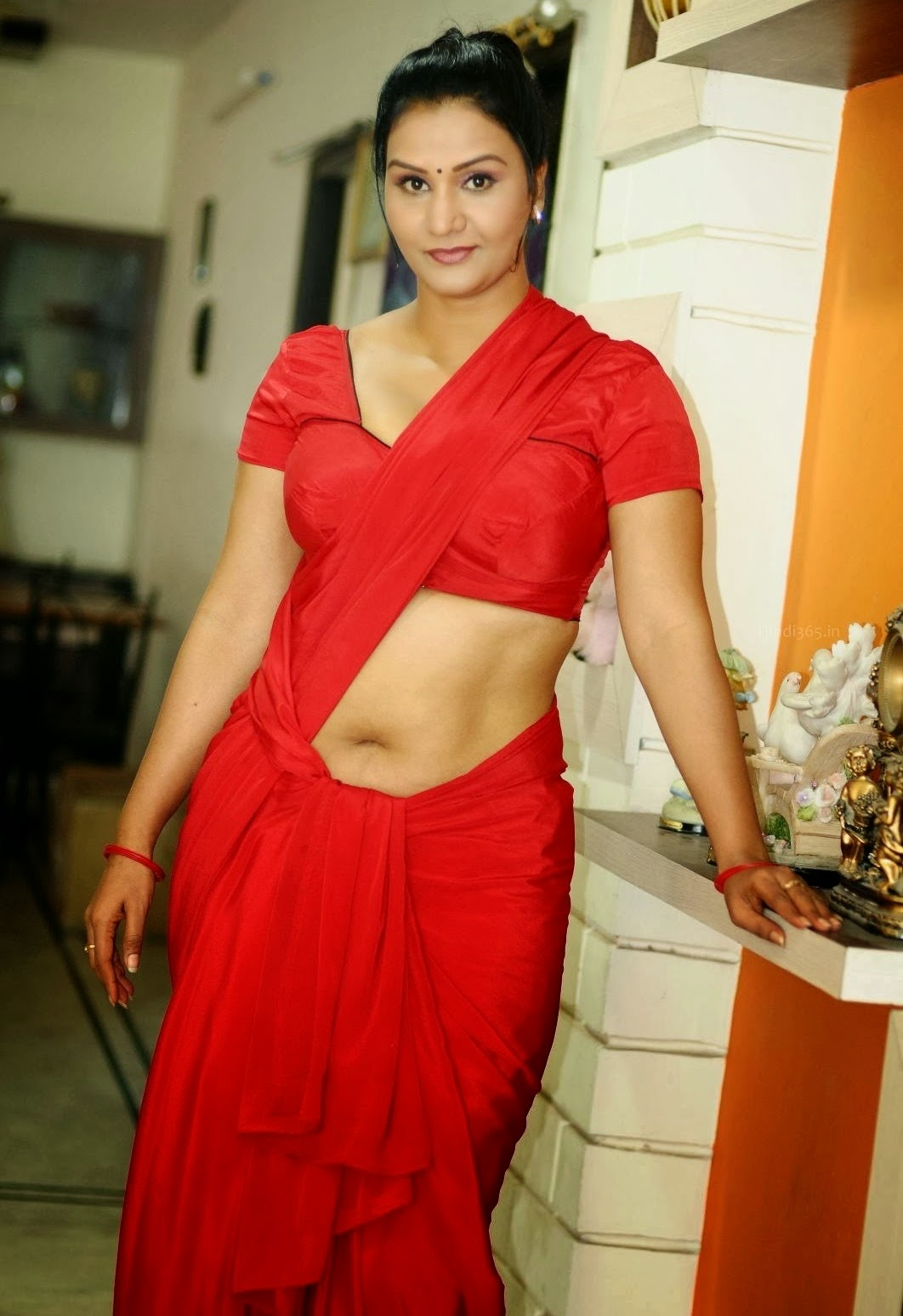 Aunty Actress Apoorva Hq Photos In Red Saree Blouse