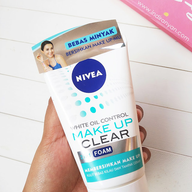 Nivea Make Up Clear White Oil Control 2 in 1 Foam