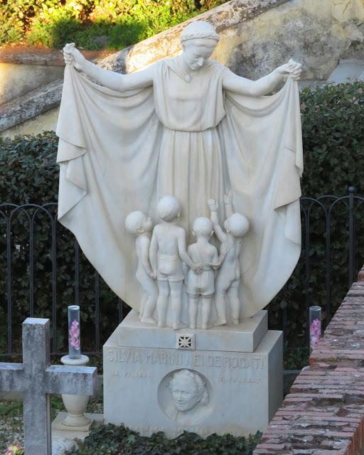 Funerary monument to Silvia Marini de Rogati by Mario Moschi, Cimitero delle Porte Sante, Florence