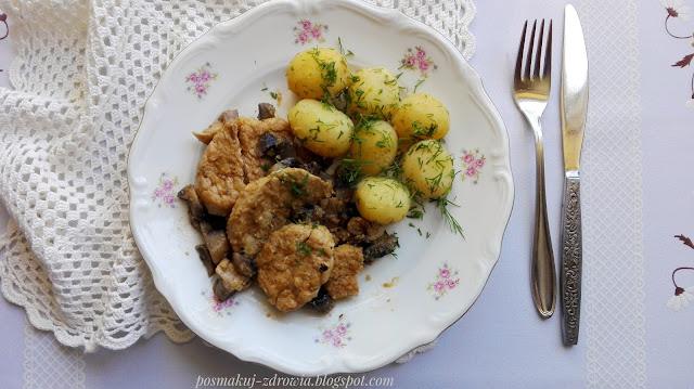 Danie na elegancki obiad lub wykwintną kolację. Duszona polędwiczka wieprzowa z musem z cebulki.