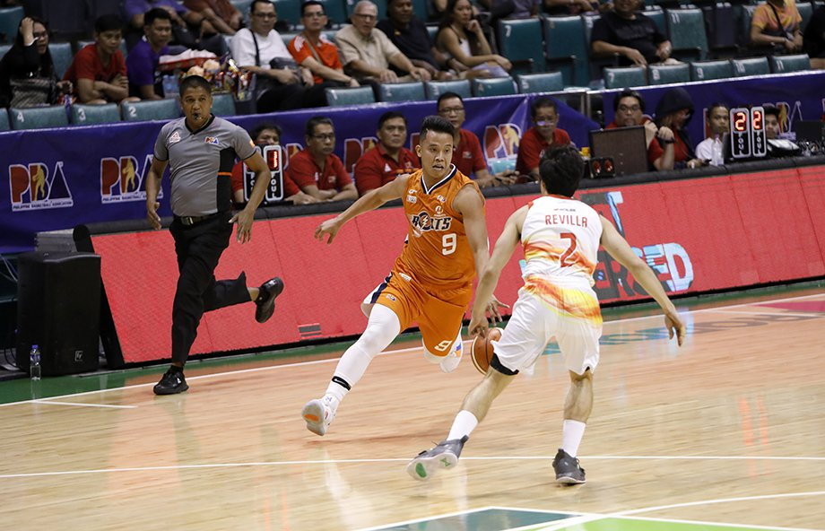 7th-seeded Meralco upsets 2nd-seeded Phoenix, Bolts march onto semis vs Aces
