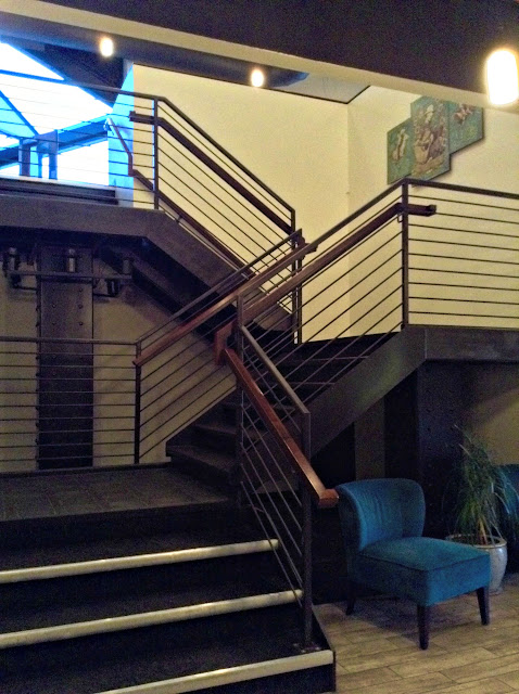 MusicBox Supper Club stairs to Concert Hall