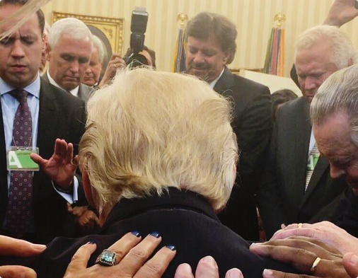Pastors-praying-for-President-Trump-at-the-Oval-Office