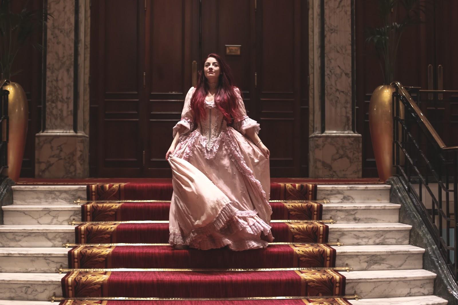 costume versailles reine
