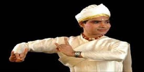 videsho-me-adhik-phal-phool-raha-satrriya-nratya-bhavananda-barbaayn