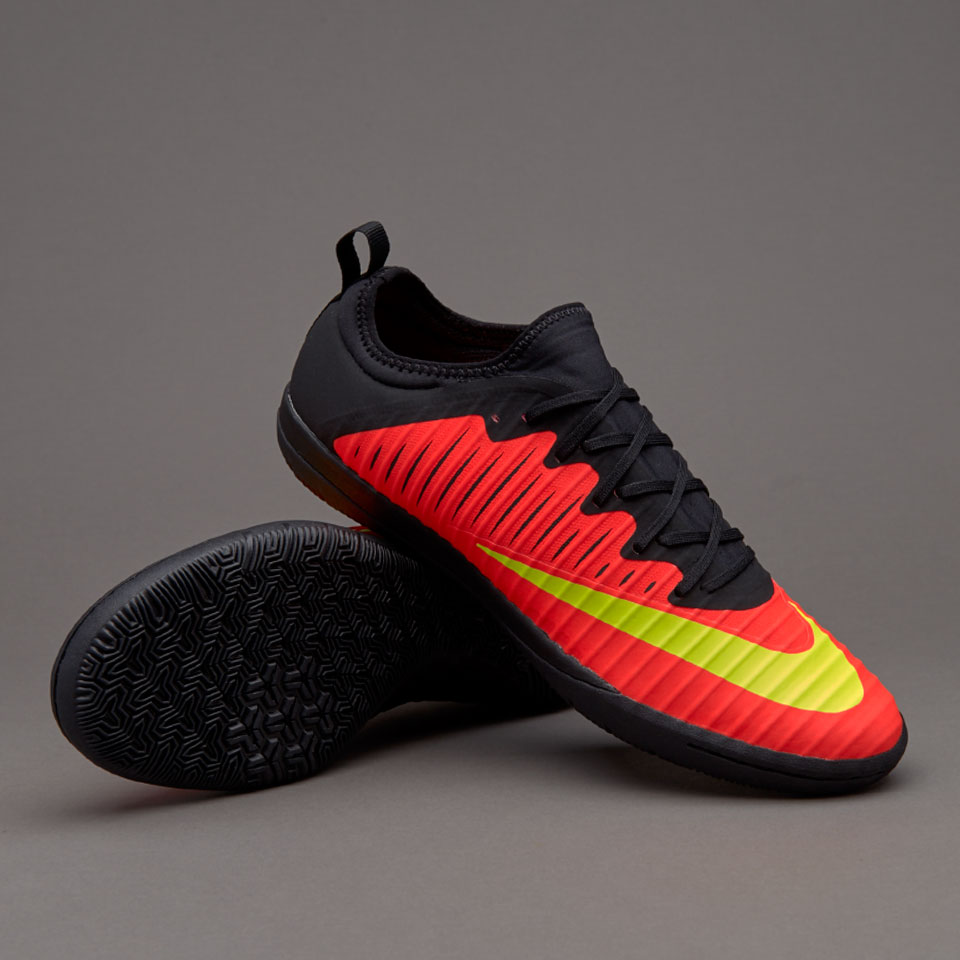 Nike lainnya yaitu ACC (All Condition Control) untuk memberikan rasa yang  Sepatu  Futsal 9658c53915