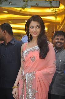 Aishwarya Rai Pink Saree 3