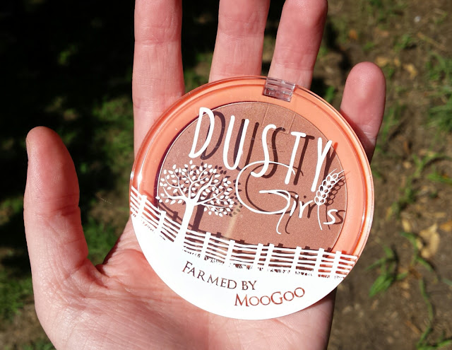 Natural Mineral Blush in Golden Delicious, Dusty Girls