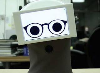 robot ini merspon manusia melalui GIF