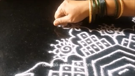 kolam-with-straaight-lines-1ar.png