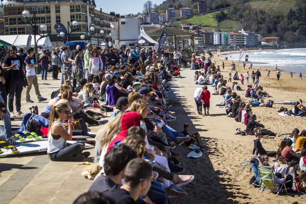 4 Crowds Pro Zarautz Foto WSL Poullenot