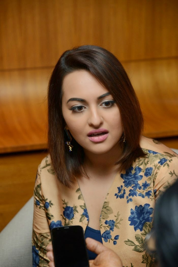 Sonakshi-Sinha-Interview-Photos-about-Lingaa-Movie-3