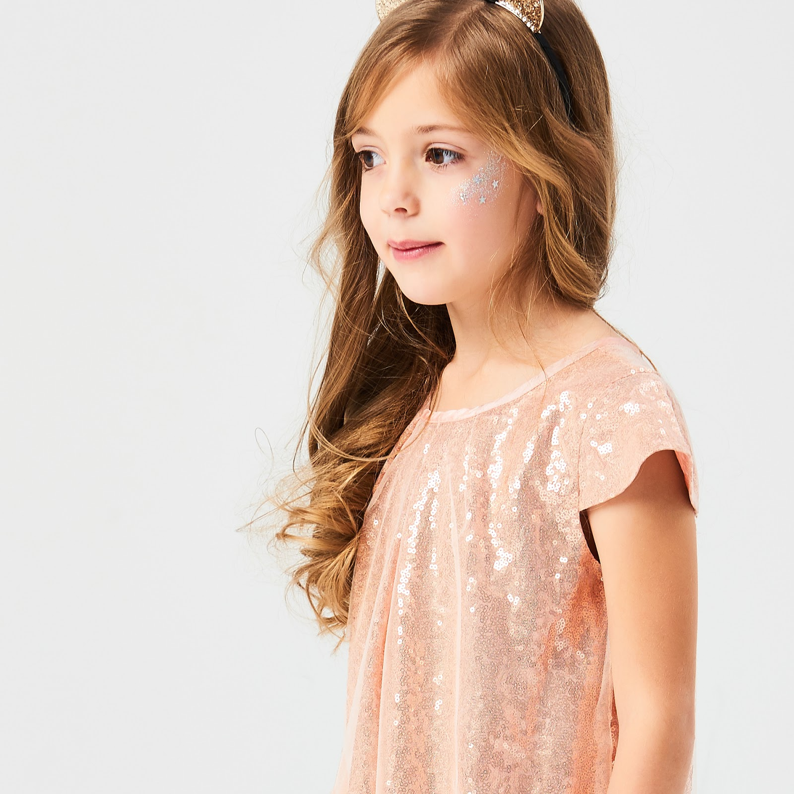 http://www.reserved.com/sk/sk/kids/all/girl/kids/dresses/qa678-03x/shiny-dress