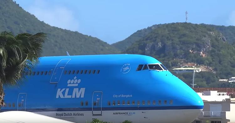 The huge KLM 747 plane, preparing for take off.