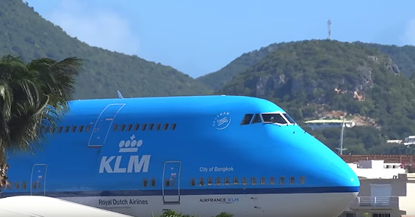 The huge KLM 747 plane, preparing for take off.