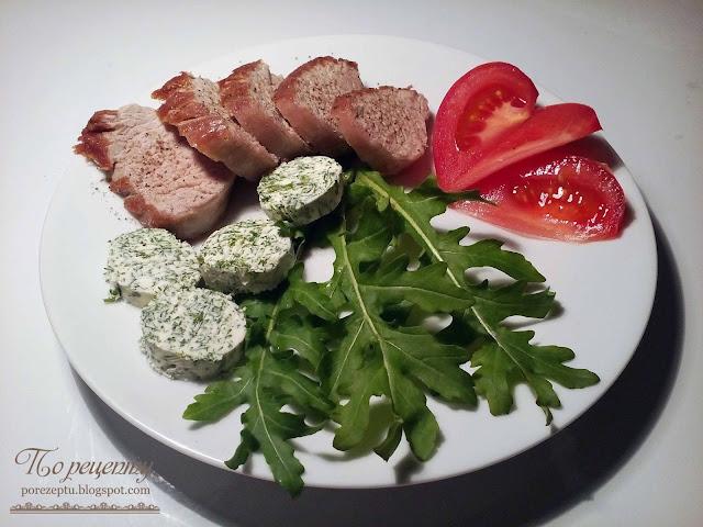 Вкусное жареное мясо в сочетании с травами и сливочным маслом.